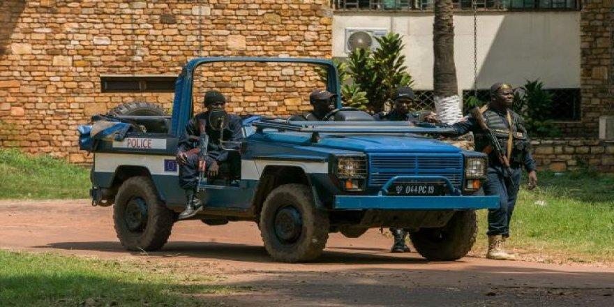Orta Afrikalı 117 asker komşu Kamerun'a sığındı