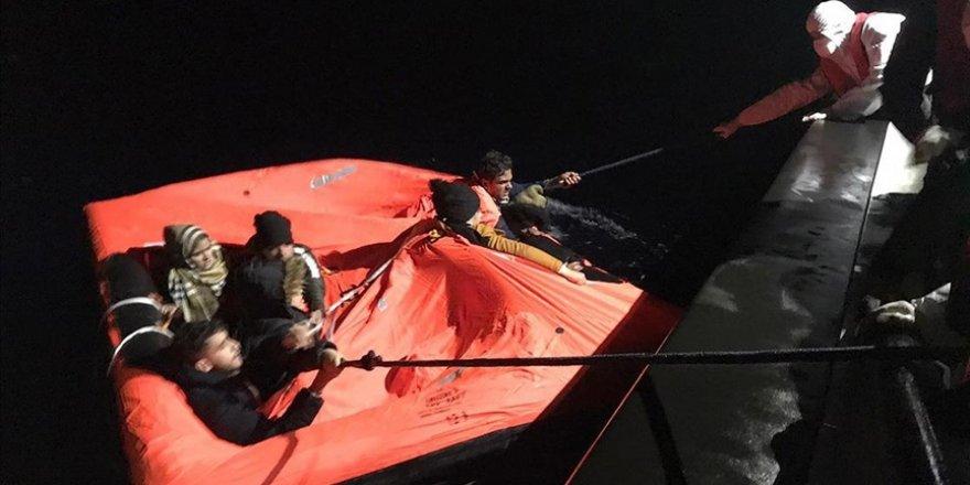 Yunanistan'ın ölüme ittiği 64 göçmen kurtarıldı