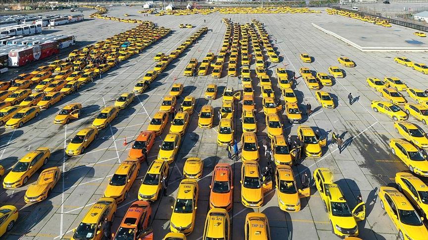 İstanbul'da taksiciler, taksimetre güncellemesi için sırada bekliyor