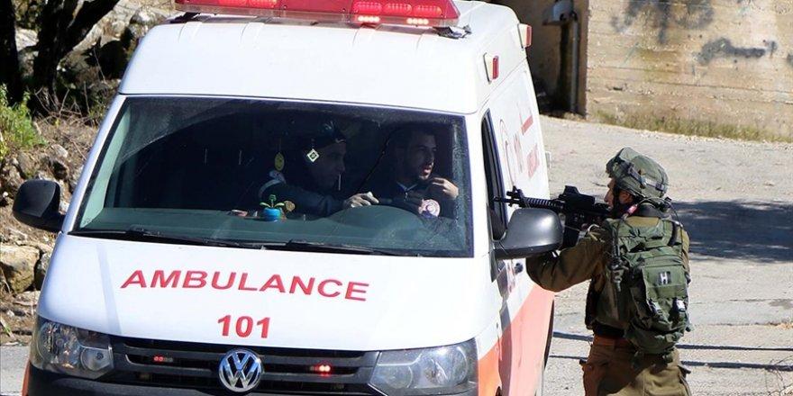 Siyonist İsrail askerleri Batı Şeria'da yine sağlık görevlilerini hedef aldı