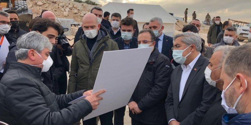 Süleyman Soylu İdlib'de yapımı süren evleri inceledi