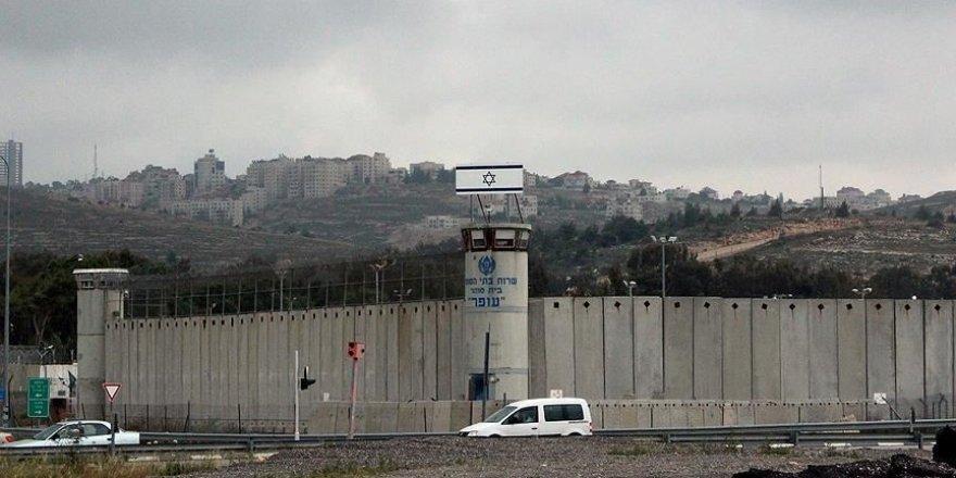 Siyonist zindanlarda  Kovid-19 tespit edilen Filistinli tutuklu sayısı 156'ya yükseldi