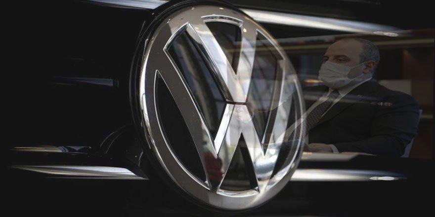 Bakan Varank: 'Volkswagen siyasi karar alarak kendi yatırımcısını aldattı'