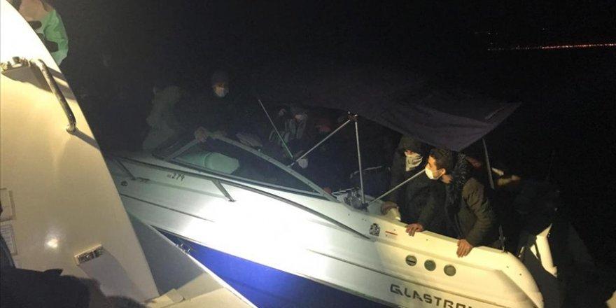 Yunan unsurlarının Türkiye karasularına ittiği 53 göçmen kurtarıldı