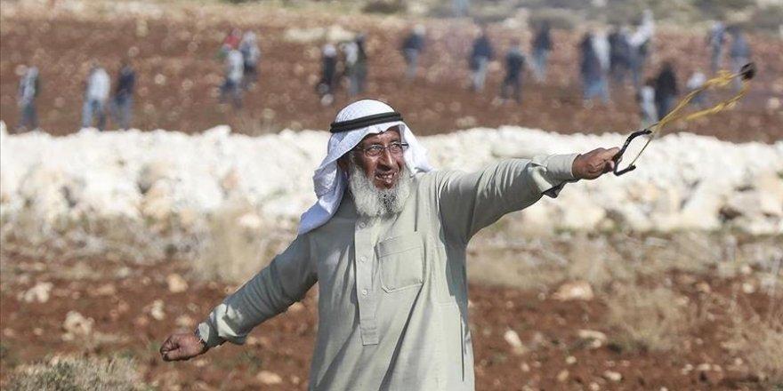 Siyonist İsrail askerleri Filistin'in 'ihtiyar delikanlısı'nı gözaltına aldı