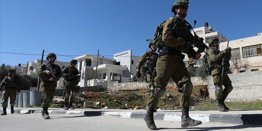 Siyonist İsrail askerleri 72 yaşındaki Filistinliyi yaraladı