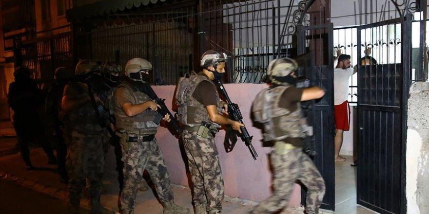 Adana'da içerisinde polislerin de bulunduğu organize suç çetesine baskın