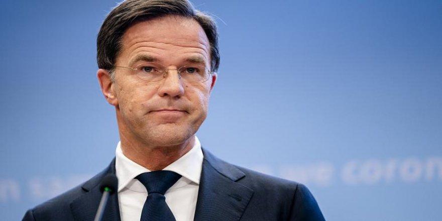 Hollanda'da koalisyon hükümeti istifa etti