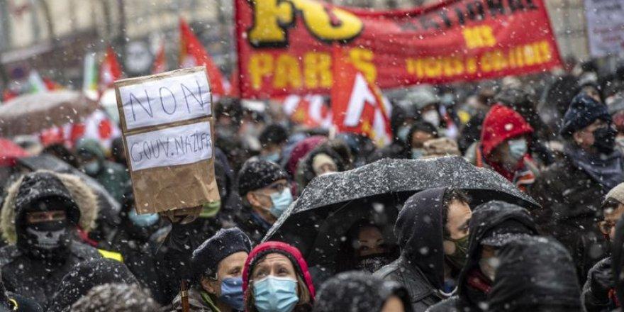 Fransa'da 'güvenlik yasası' karşıtları yine sokakta: 75 kişi gözaltına alındı