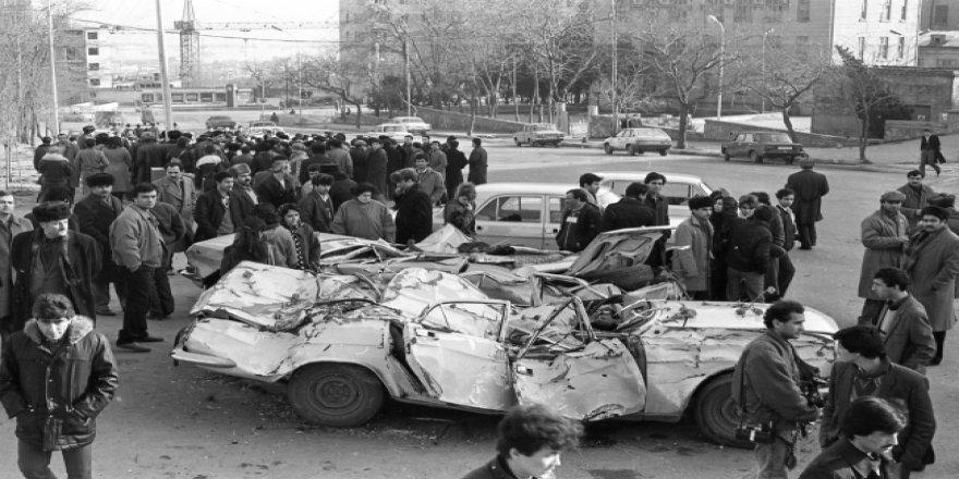 Rusya'nın Bakü'de tanklarla katlettiği siviller unutulmadı