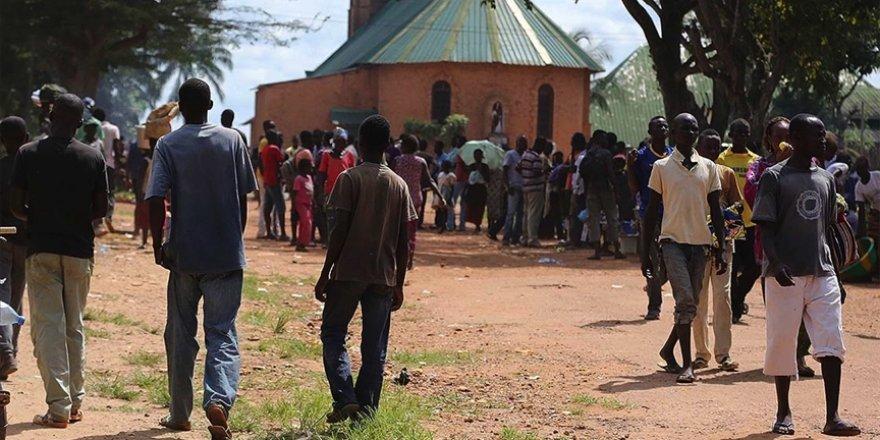 Orta Afrika Cumhuriyeti'nden kaçan 90 bin kişi Kongo Demokratik Cumhuriyeti'ne sığındı