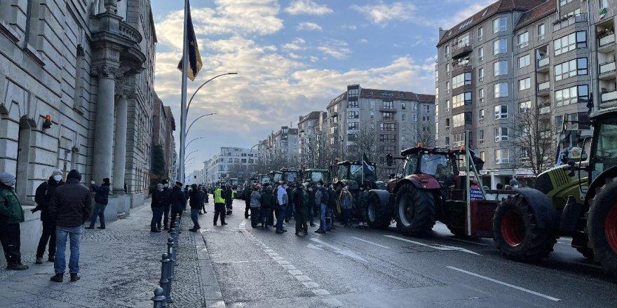 Almanya'da traktörlü protesto