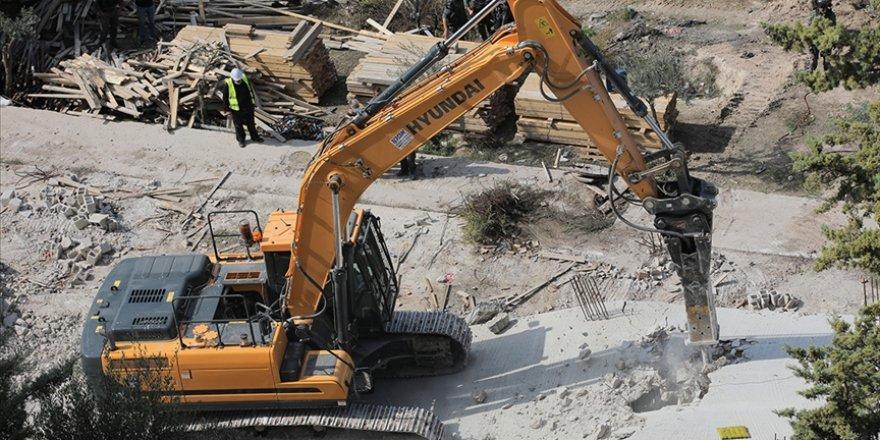 Siyonist İsrail güçleri, Batı Şeria'da yapım aşamasındaki bir camiyi yıktı