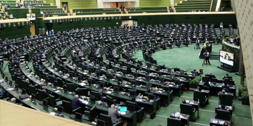 İran Meclisi Ruhani hükümetinin sunduğu bütçe taslağını reddetti