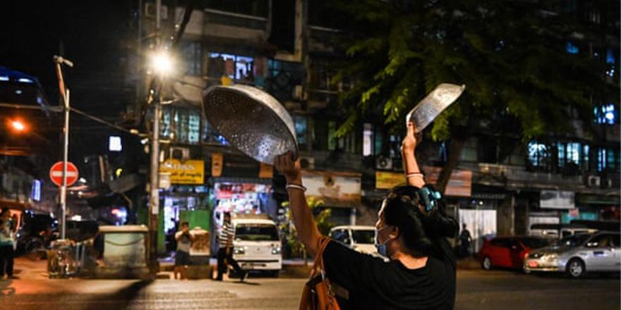 Myanmar darbecileri sivil itaatsizlik arttıkça Facebook'a erişimi engelliyor