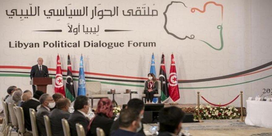 Libya'da geçici yönetim Başkanlığına Muhammed Menfi seçildi