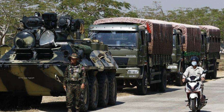 Myanmar'da askeri cunta mobil internet erişimini askıya aldı