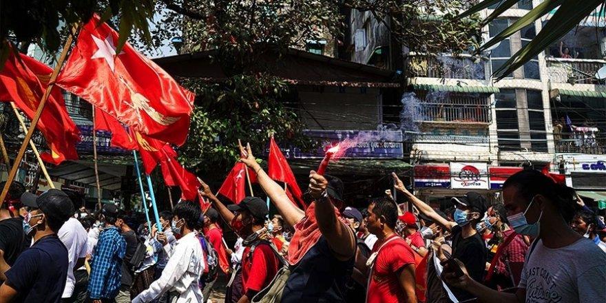 Myanmar'da darbe karşıtı protestolar üçüncü gününde de sürüyor