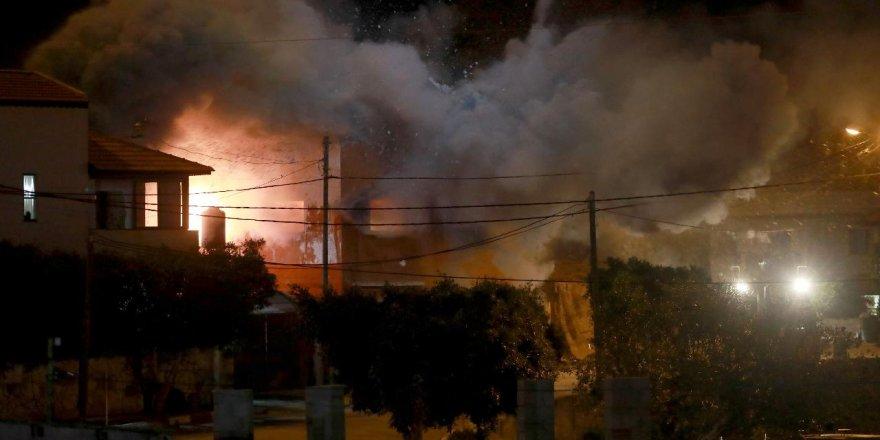 İsrail askerleri, Filistinli tutuklunun evini patlattı