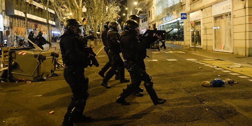 İspanya'daki gösterilerde 33 kişi yaralandı,15 kişi gözaltına alındı