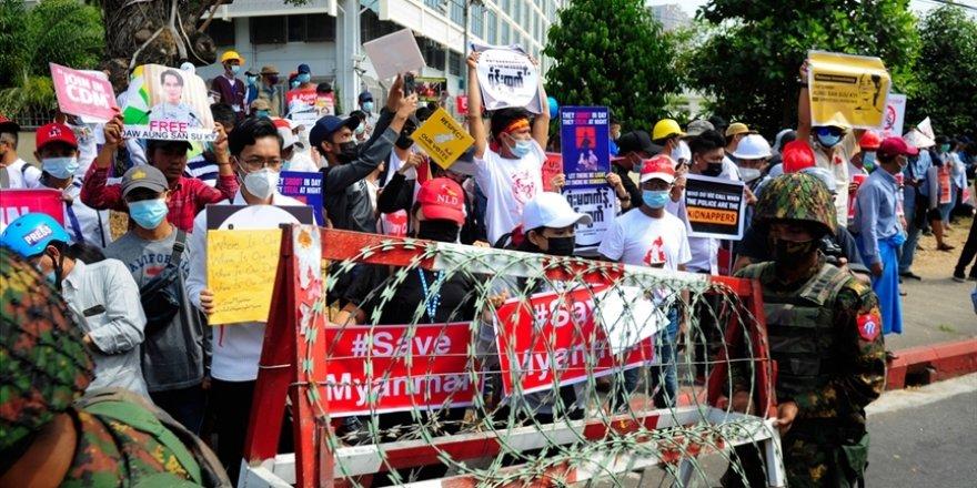 Askeri darbeyi protesto eden Myanmarlılar 'bozuk araba' hareketi başlattı