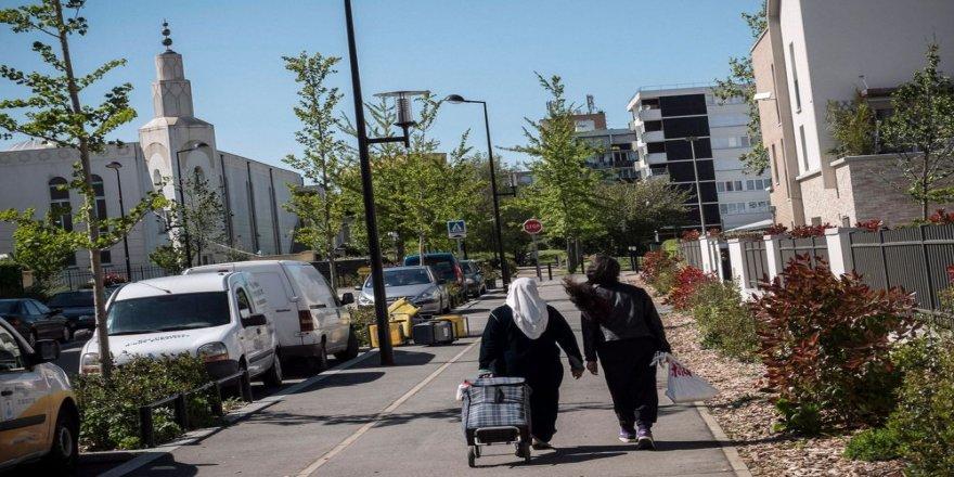 Fransa'da İslamofobik saldırılara maruz kalan banliyö