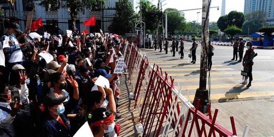 Myanmar'da darbecilerin müdahalesi sonucu 1 protestocu yaşamını yitirdi