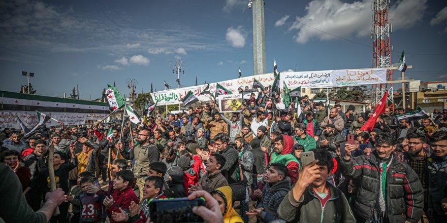 """İdlib'de """"Katil Esed Yargılansın!"""" eylemi"""