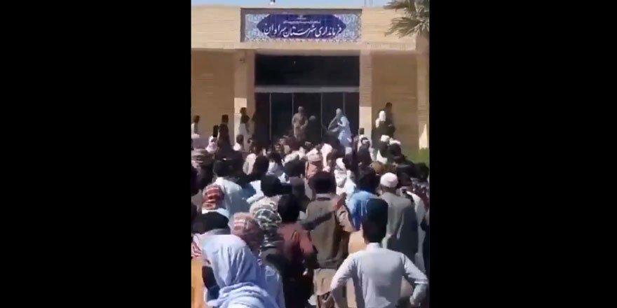 Pakistan sınırındaki gösterilere müdahale eden İran güçleri 10 kişiyi katletti
