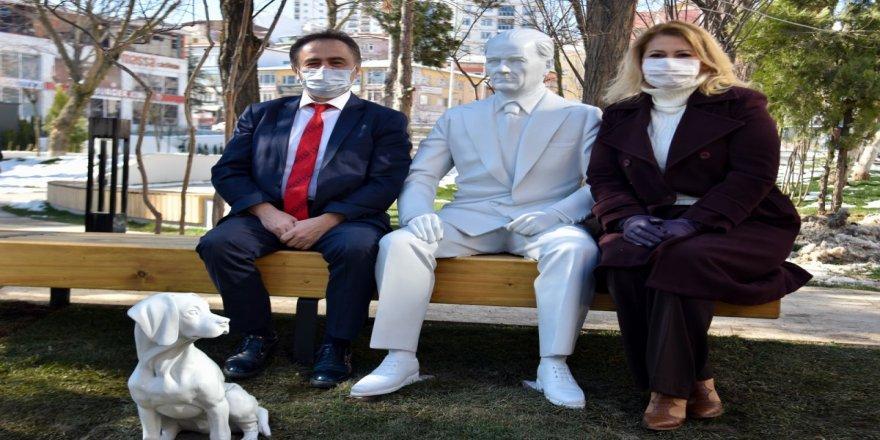 """""""Atatürk'ün yetmez köpeğinin de heykelini yapalım!"""""""