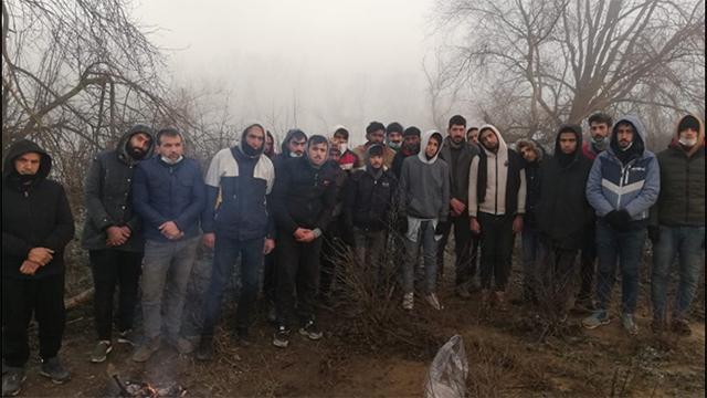 Donmak üzere olan göçmenlerin yardımına Türkiye yetişti