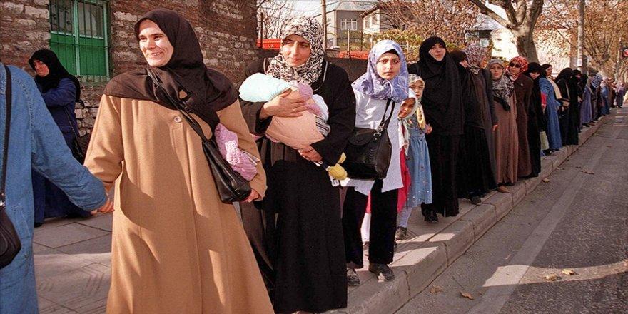 'El ele eylemi' 28 Şubat'a karşı duruşu ülke geneline yaydı