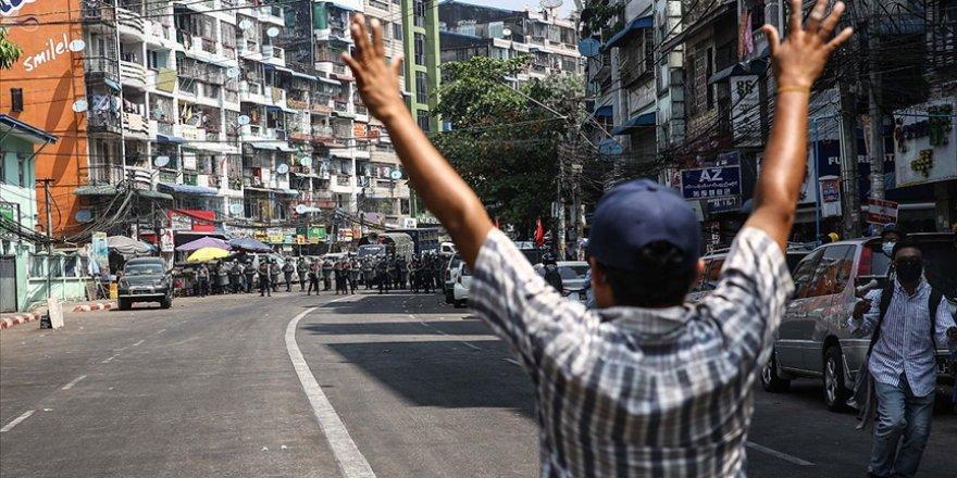 Myanmar'daki protestolarda darbecilerin müdahalesi sonucu bir kişi daha öldü