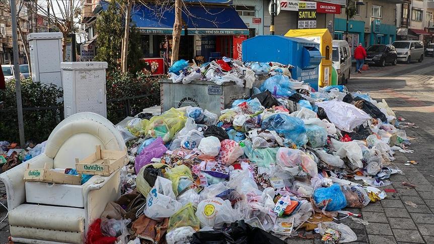 Maltepe'de çöpler 5 gündür toplanmıyor