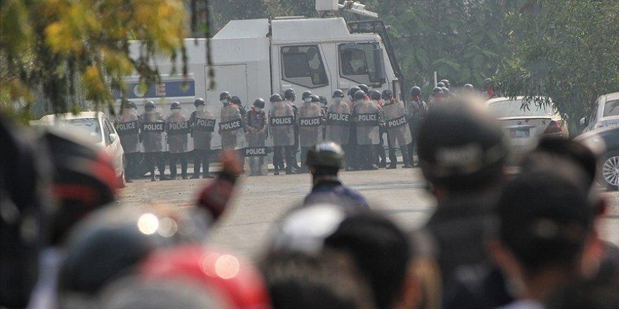 Myanmar'da darbe karşıtı gösterilerde en az 10 kişi öldü, çok sayıda kişi gözaltına alındı