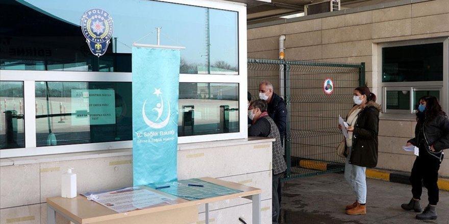 Yurt dışından gelenlerin 'PCR testi ibrazı zorunluluğu' uygulaması devam edecek