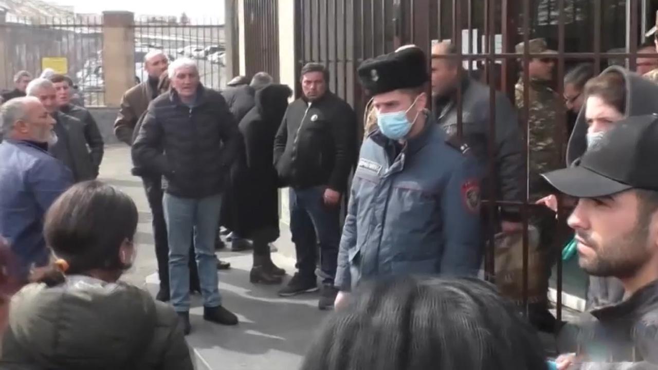 Ermeni aileler: Evlatlarımız Karabağ'a 'inşaat malzemesi' gibi taşındı