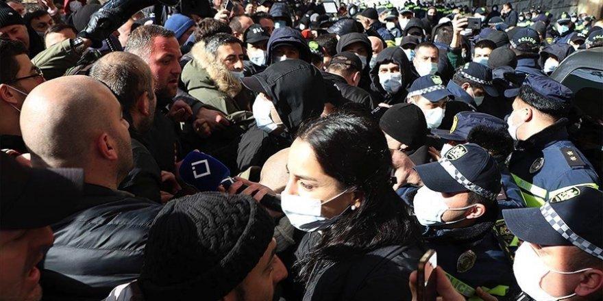 Gürcistan'da protestocular ile polis arasında arbede