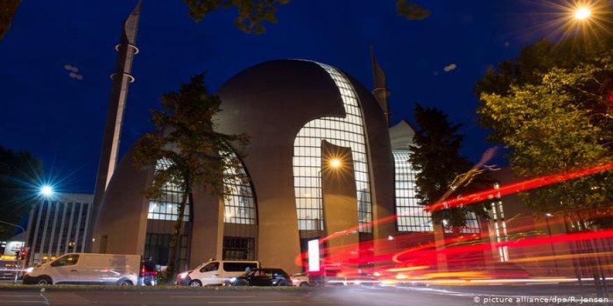 Almanya da Fransa'nın İslamofobik yasasını kopyalar mı?