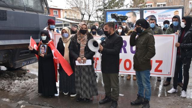 Hakkarili aileler HDP önünde: PKK kaybedecek, anneler kazanacak