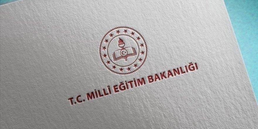 İzmir'de başörtülü öğrenciyi okula almadığı iddia edilen okul yöneticisi ve öğretmen açığa alındı