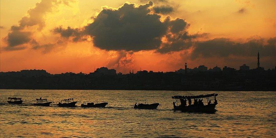 Gazzeli balıkçılara füzeli saldırı