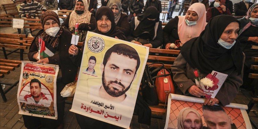 Gazze'de Filistinliler, İsrail hapishanelerinde tutuklu kadınlar için dayanışma gösterisi düzenledi