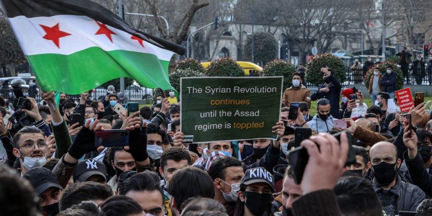 """Suriyeliler İstanbul'dan haykırdı: """"Esed gitmeden Suriye'de çözüm olmayacaktır!"""""""