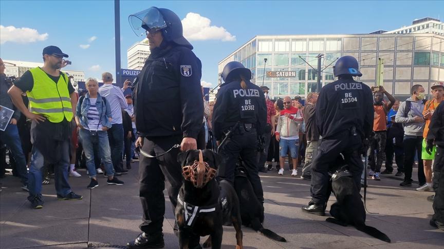 Almanya'da aşırı sağcıların işlediği suçlar yeniden arttı