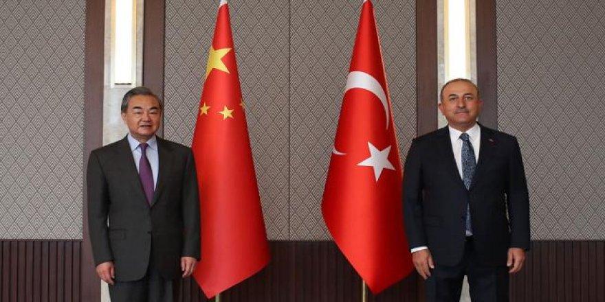 Soykırımcı Çin Dışişleri Bakanı'nın Türkiye'ye gelmesi protesto edildi!