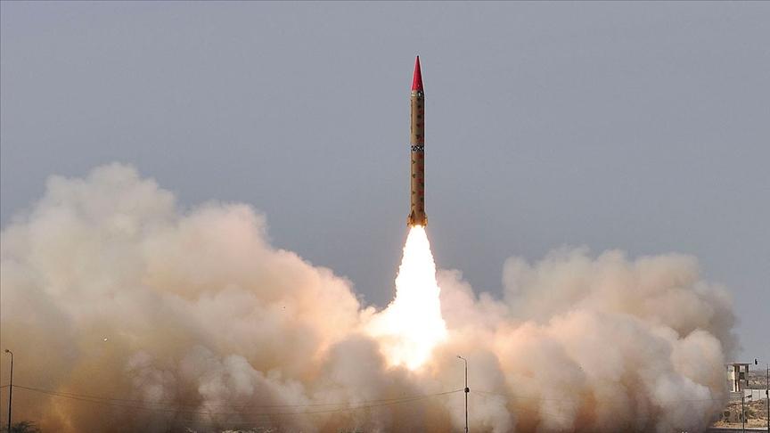 Pakistan'dan 900 kilometre menzilli balistik füze denemesi