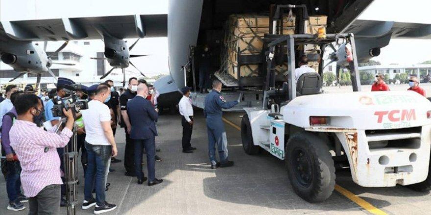 Arakanlı Müslümanlar için Sahra Hastanesi taşıyan askeri kargo uçağı Bangladeş'e ulaştı