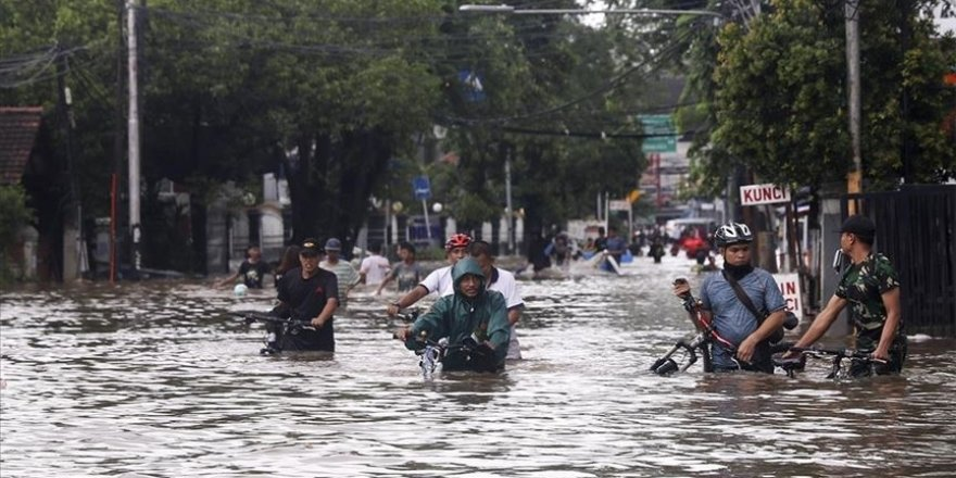 Endonezya'daki sel felaketinde ölü sayısı 55'e çıktı