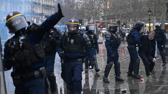 Fransa'da tartışmalı genel güvenlik yasa tasarısı Senato'dan geçti